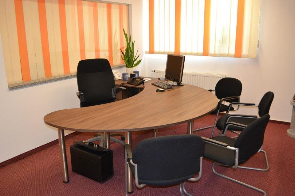 Besprechungsraum Schreibtisch Möbel nach Maß