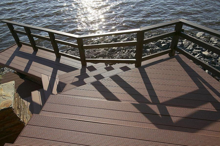 upm-profi-deck-ambiente-treppe-am-meer