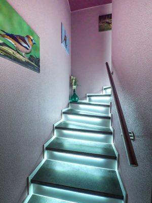vinyl-treppenstufen-eleganto-stein-beta-led-beleuchtet